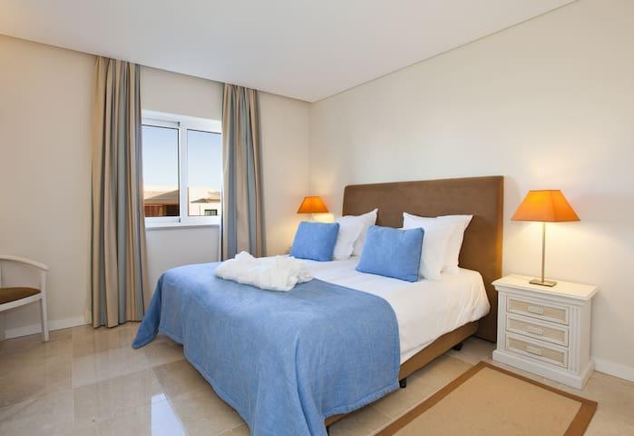 Three Bedroom Townhouse Carvoeiro - Lagoa - Hus