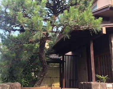 車站附近 到宮島・廣島市區非常便利!! 日式風格