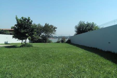 Recanto com jardim - Moreira - Casa