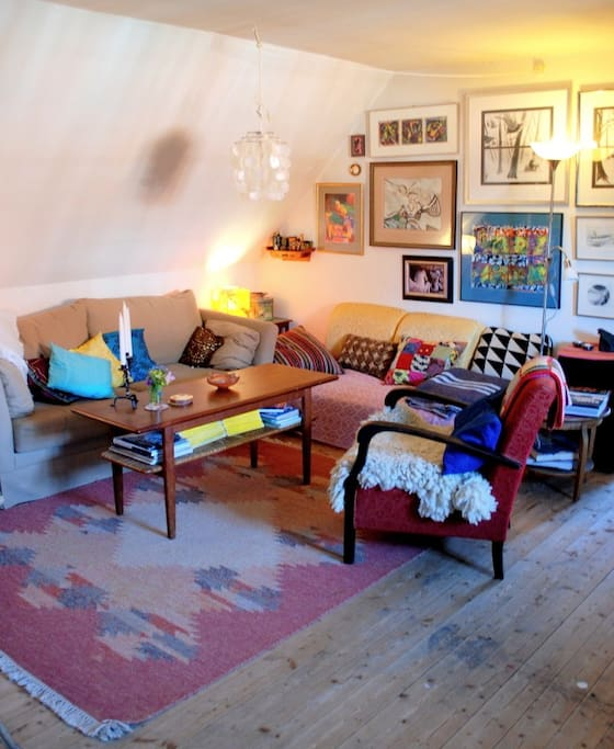 Here is the living room, feel free to light the candles and make yourselves at home!