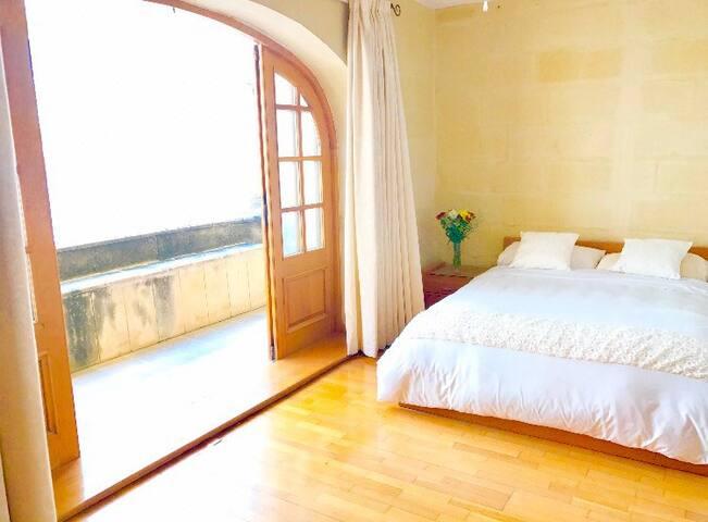 Charming Tigne Townhouse - Suite 3 - Tas-Sliema - Haus