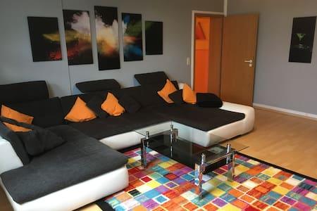 große freundliche 3 Zimmer Wohnung (zentral)