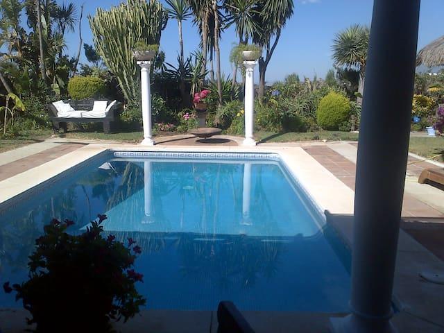 Tropical and freindly atmosphere - Puerto Banus - Bed & Breakfast