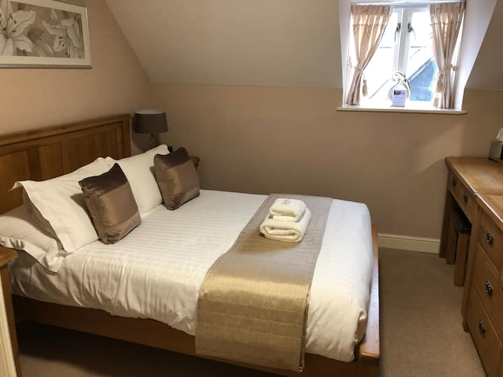 Standard Double Room with Ensuite Shower