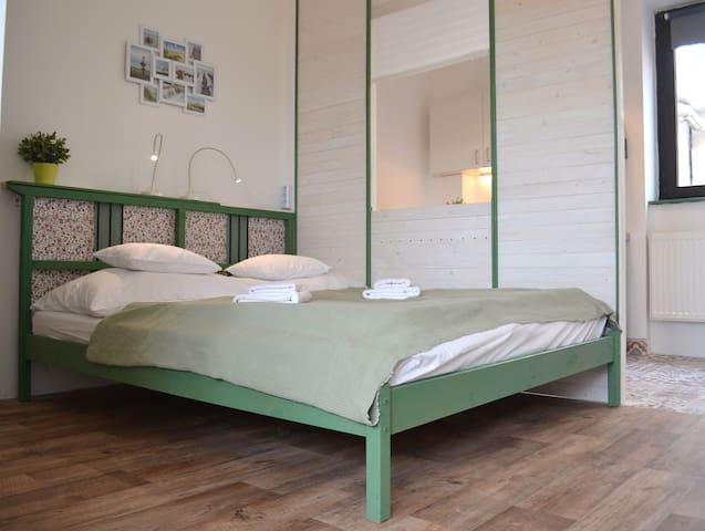 Laura 2.0 - rooftop-view studio for 2+1 - Budapeste - Apartamento