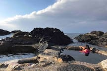 Hirauchi Kaichu Onsen - 6 minute walk from house. Available 2 hours before and after low tide.
