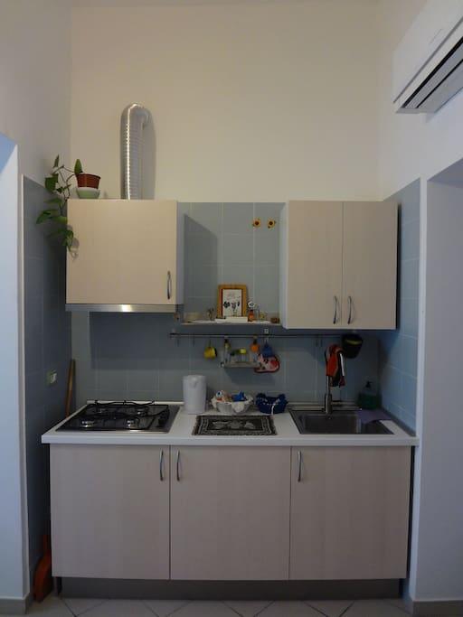 La cucina, a disposizione degli ospiti