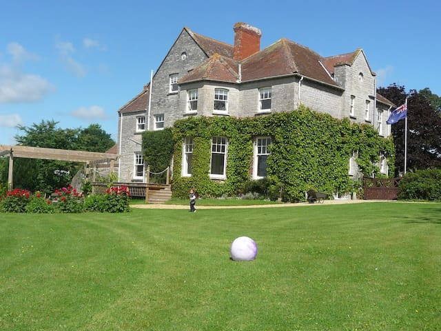 Family Suite in huge Somerset house - Somerton - Bed & Breakfast