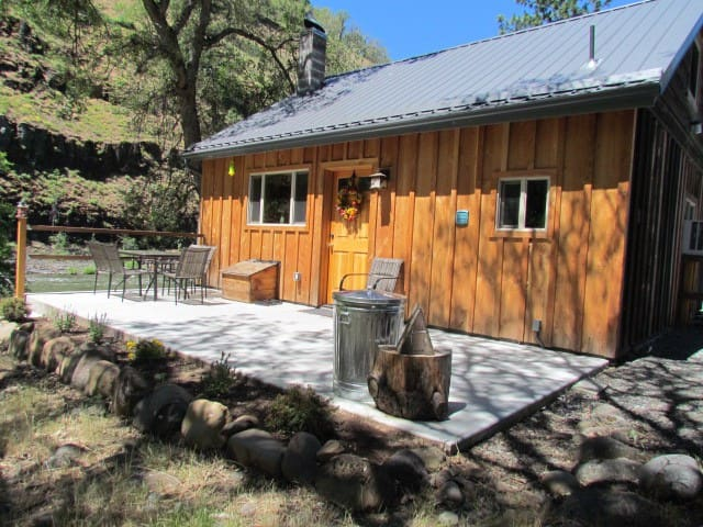 new cabin in a canyon by a river - Klickitat - キャビン