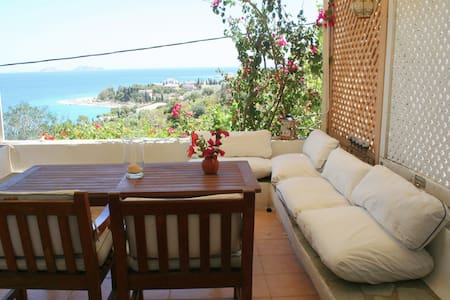 Quiet, breezy island beach house - Spetses