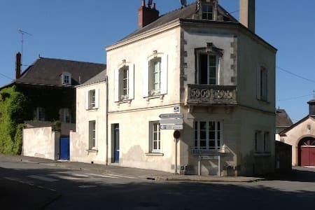 Chambres dans maison bourgeoise - Château-Gontier - House