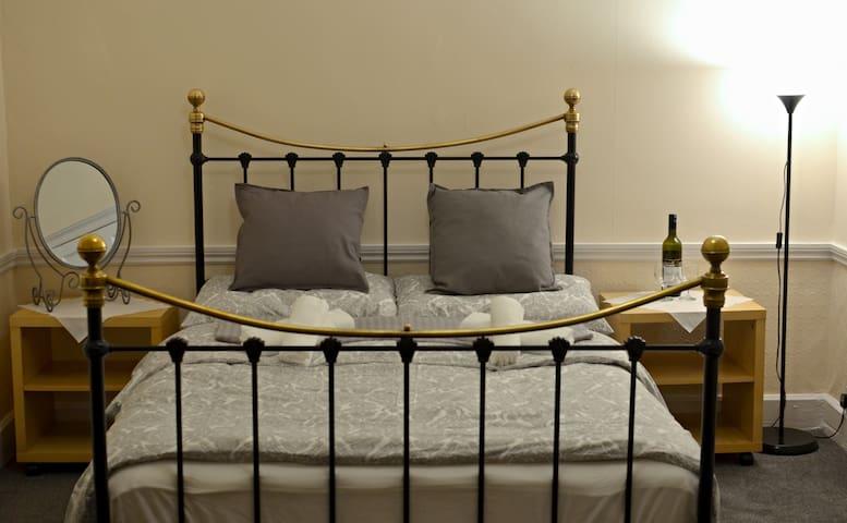 Romantic double room in city centre of Edinburgh - Edinburgh - Bed & Breakfast