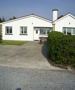 ' Beachside Cottage ' Wine Strand . - Kerry - House