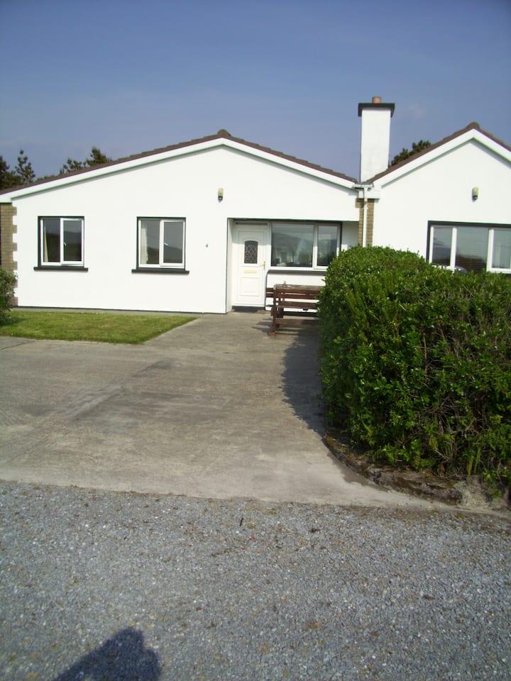 ' Beachside Cottage ' Wine Strand .