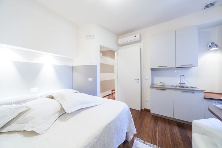 Palazzo Liberty in Centro1 - B&Bed at third level - Verona - Bed & Breakfast
