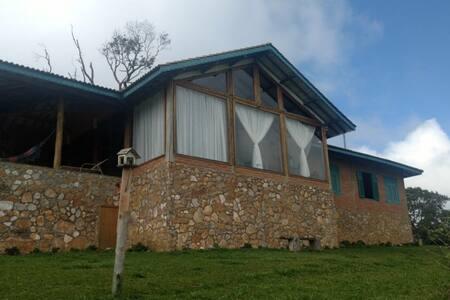Casa de Montanha na região de Monte Verde