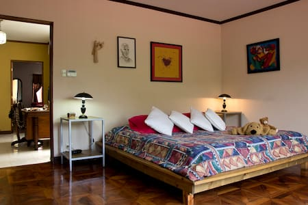 Great & peaceful room near downtown