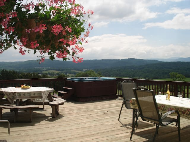 Lazy Acres Lodge, Lexington VA on Beautiful farm - Lexington - House