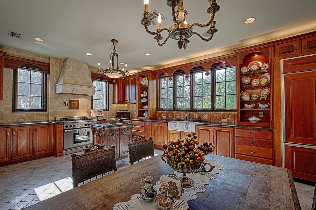 Broad open kitchen- perfect for family dinners