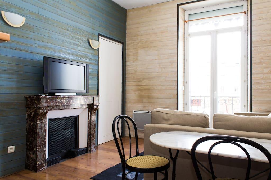 Sunny Living room/Piece a vivre lumineuse