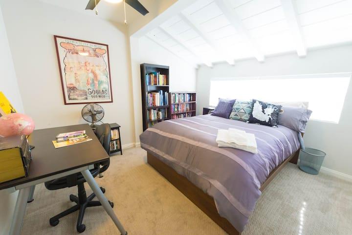 Cozy, Quiet Private Room & Bathroom in Culver City