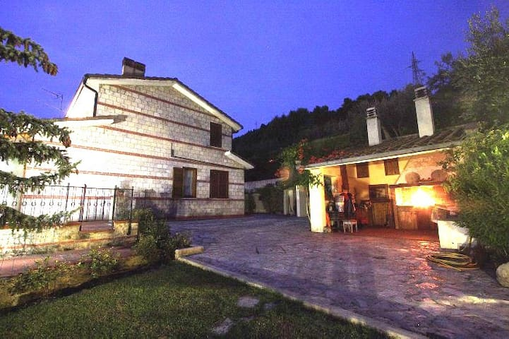 country villa for 8 people - Terni - Villa