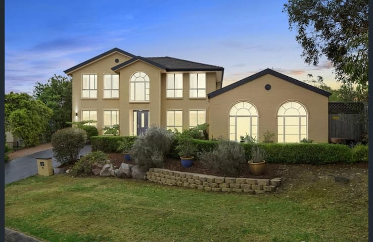 Quiet, Bright and Spacious Home in Frenchs Forest
