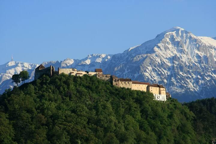Take over The Râşnov Fortress! Medieval tent #3