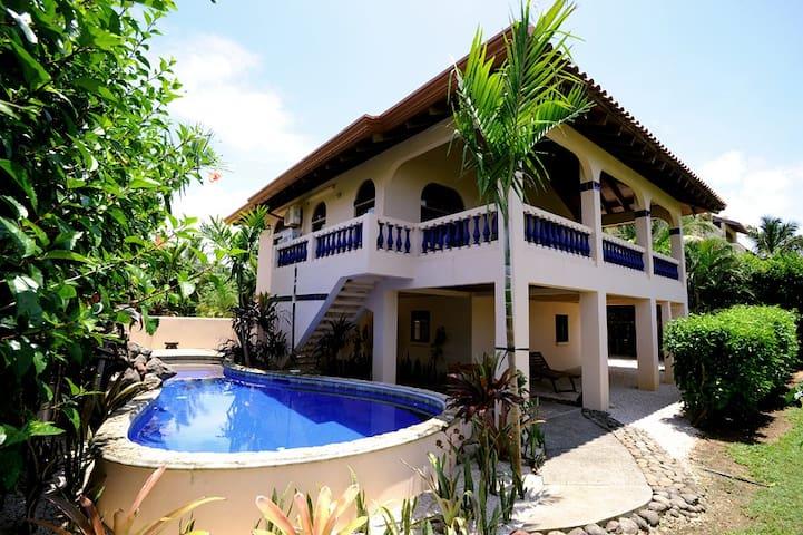 Casa Papaya-Playa Negra Beachfront House w/Pool