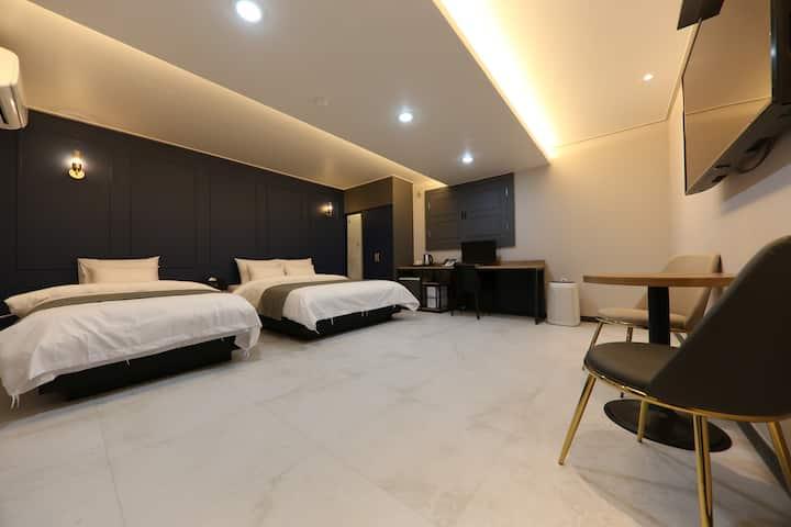 출장에 최적화된 신축 대산비지니스호텔 집(Suite Twin)