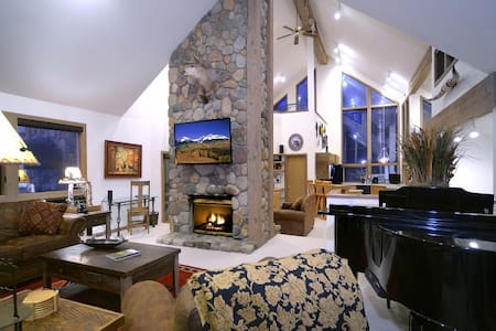 Dog Friendly, Big Yard! Great Views - Mt Crested Butte