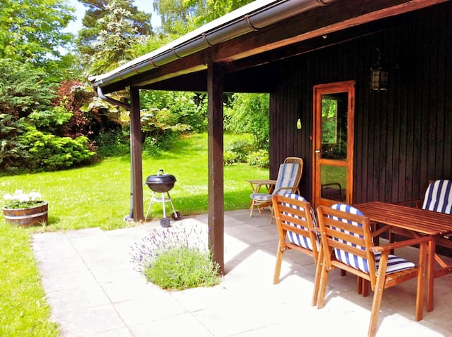 Cosy cottage with sunny garden - Tisvilde - Cabin