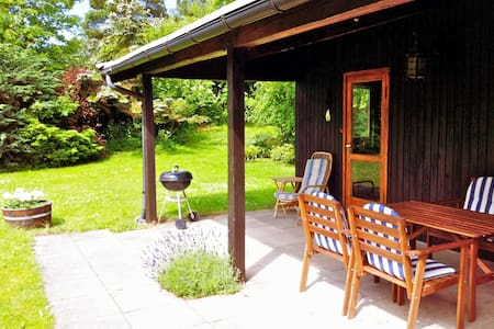 Cosy cottage with sunny garden - Tisvilde - Zomerhuis/Cottage