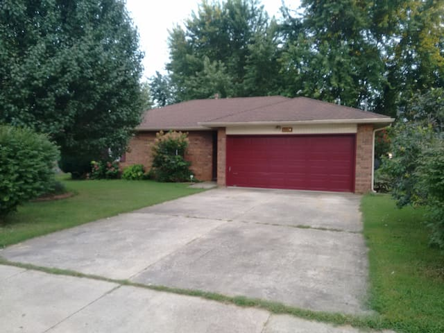 Room, Private Bathroom, Kitchen - Springfield - House