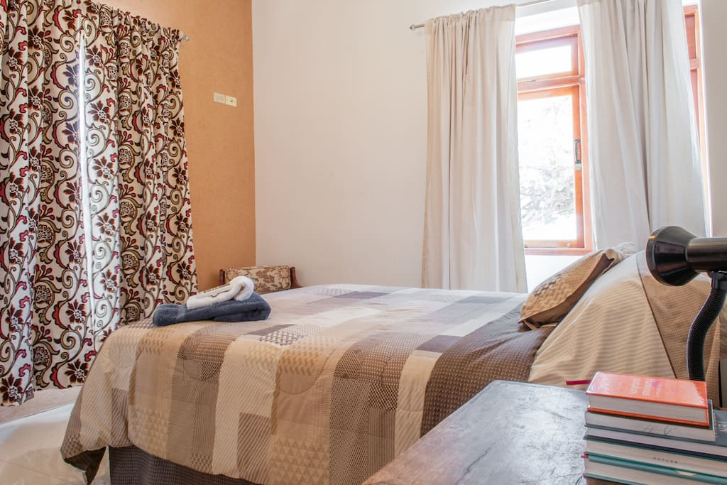 Airconditioned bedroom, queen size bed, linen provided...