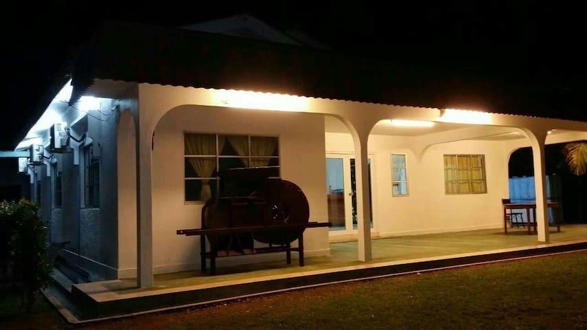 50's Lotus Village (A: Brick house) - Kuala Sungai Bahru - Huis
