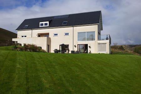 Luxury, Modern Self-Catering House  - Yarrow Feus