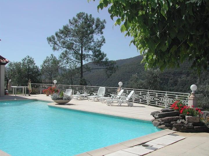 En Cévennes  gite  calme  ombragé avec Gde piscine