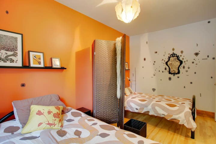 Stylish room, 2 minutes from subway station! - Montreal - Casa