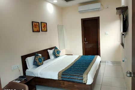 Amit Hotel - Ex. AC rooms opposite Bansal Hospital