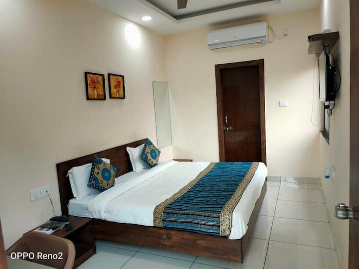 Amrit Hotel - Ex. AC rooms opp. Bansal Hospital