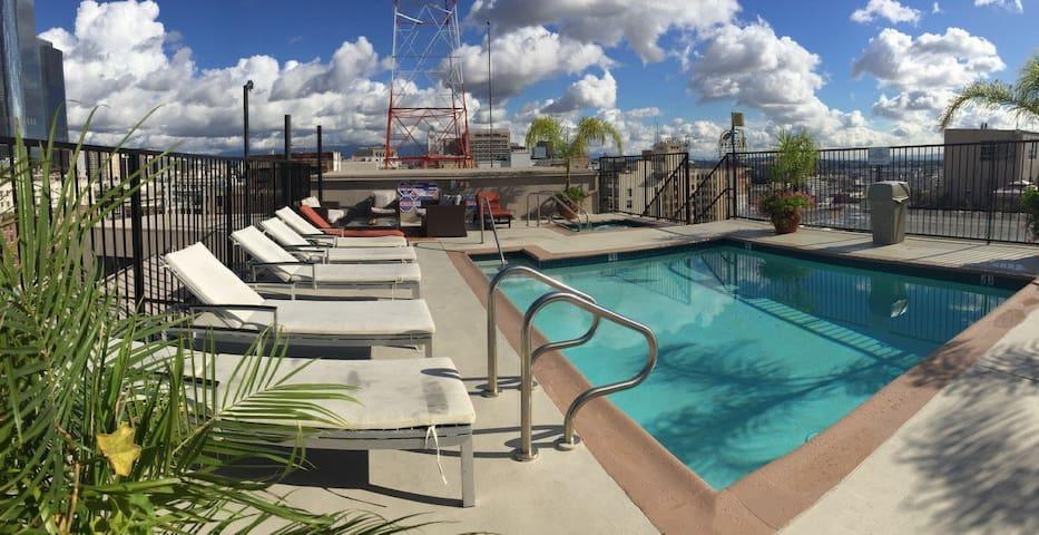 Charming Loft w Skyline DTLA View + Rooftop Pool