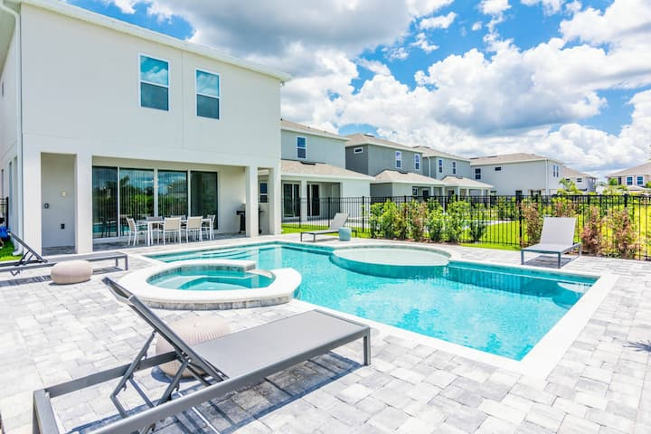 Fabulous Single Home with private pool and Game Room EC7771