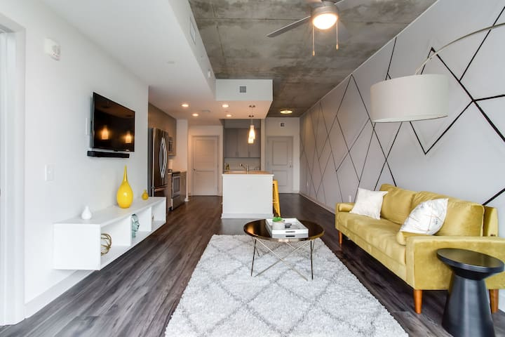VIP Midtown Luxury 1BR Apartment with City Views