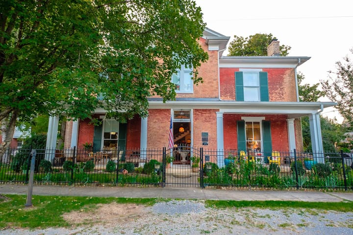 Childress House, charming historic home downtown