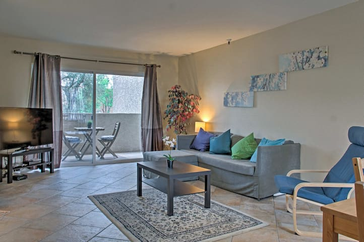 NEW! Condo w/Pool Access & Scottsdale Trolley Stop