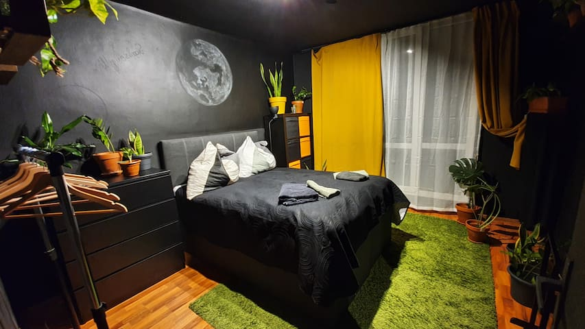 Tomi's black apartment in city centre