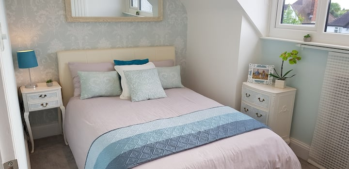 Modern & cosy double bedroom at House of Happiness