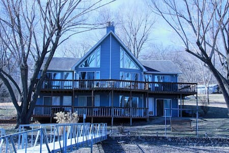 Lakefront retreat; big dock, private, spacious