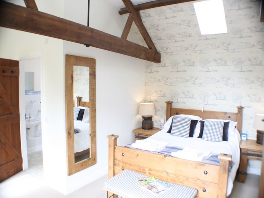 Trinity Cottage bedroom with Kingsize bed